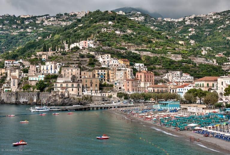 La playa del pueblo de Minori, en la Costa Amalfitana.