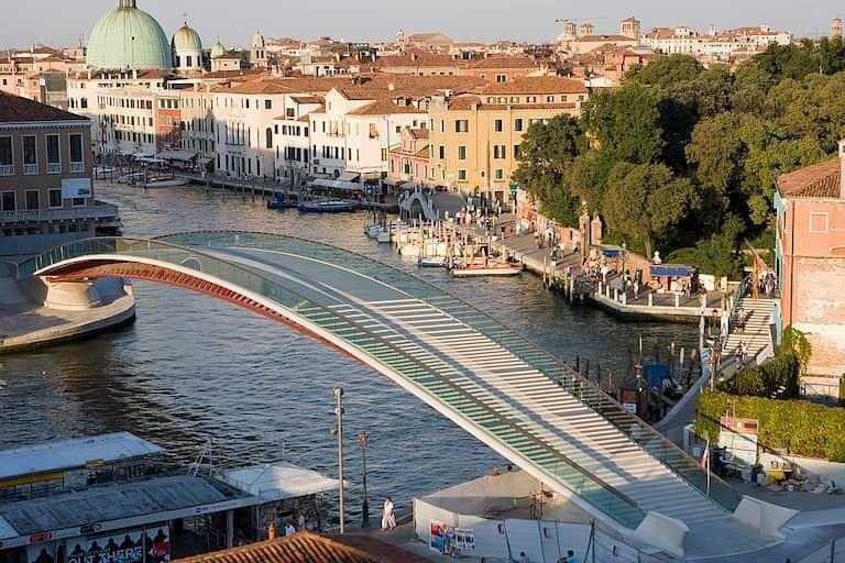 Puente de Calatrava o de la Constitución en Venecia