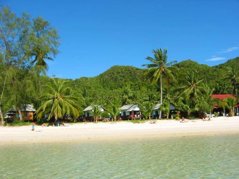 Una de las playas de arena blanca de  Koh Phangan.