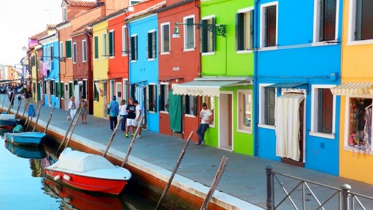 La colorida Burano, en Venecia