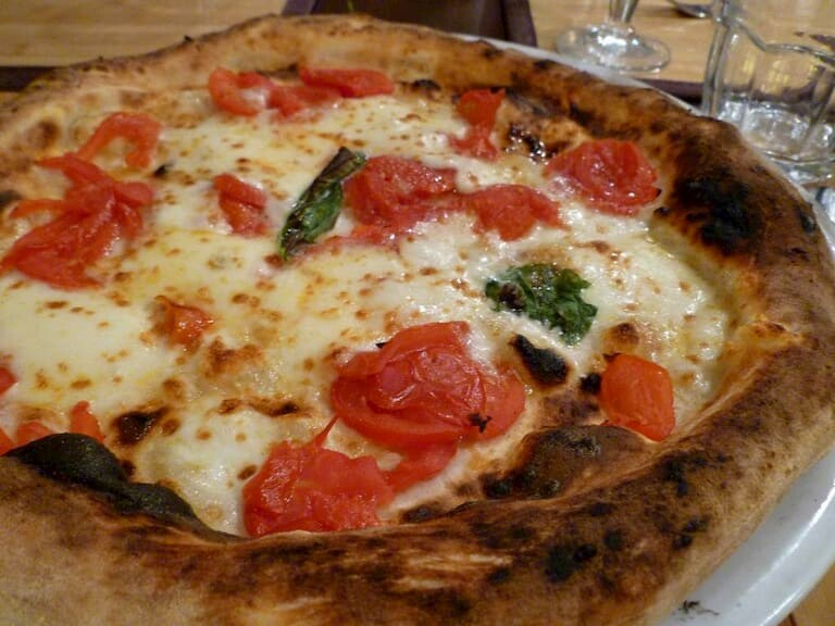 La deliciosa pizza napolitana