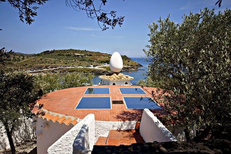 Huevo de la Casa de Dalí en Portlligat.