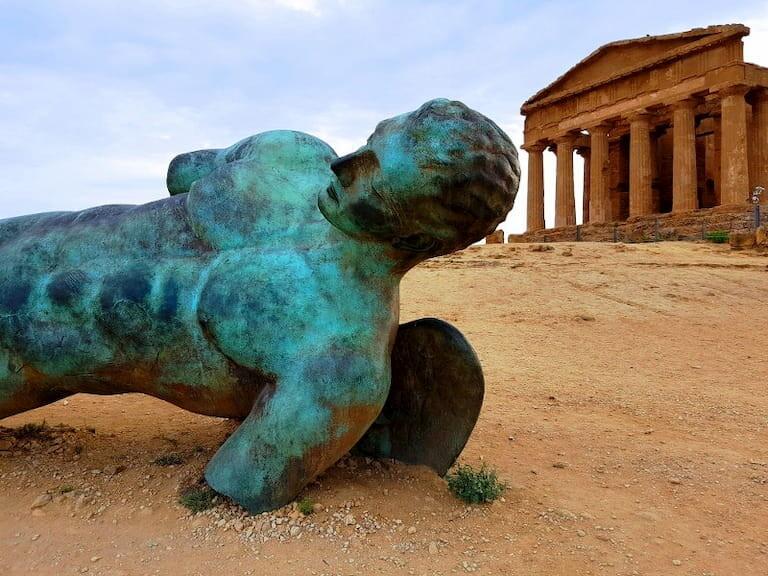 Estatua del Ícaro Caído, en el Valle de los Templos
