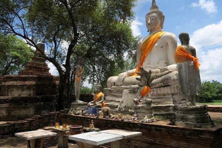 Estatua de un buda en las ruinas de Ayutthaya, Tailandia