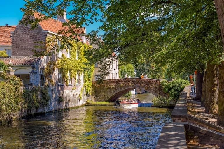 El canal de Brujas