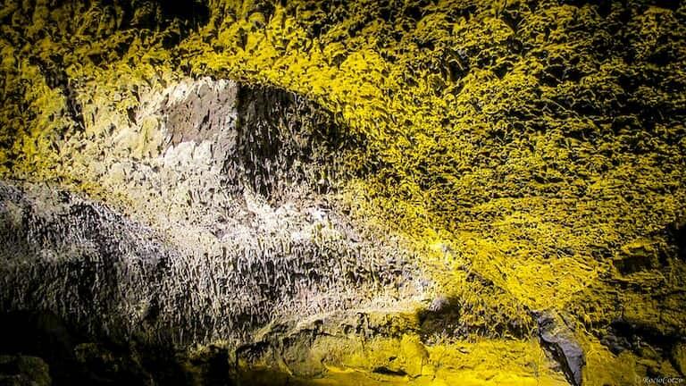 Formaciones de lava en la Cueva de los Verdes.