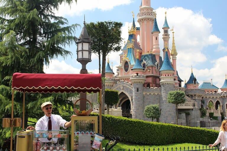 El Castillo de la Bella Durmiente en el Parque Disneyland.