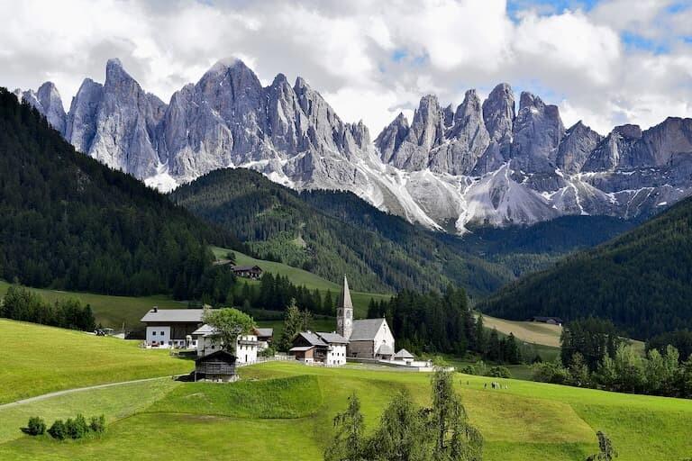 Los paisajes idílicos de Dolomitas.