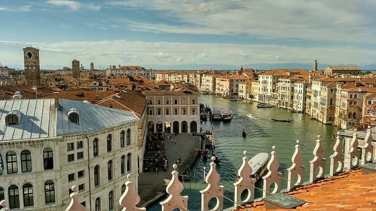 Vistas desde la terraza del Palacio Fondaco dei Tedeschi.