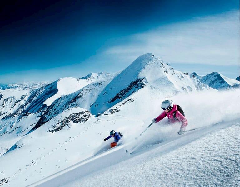 2 personas esquiando en el glaciar Kitzsteinhorn