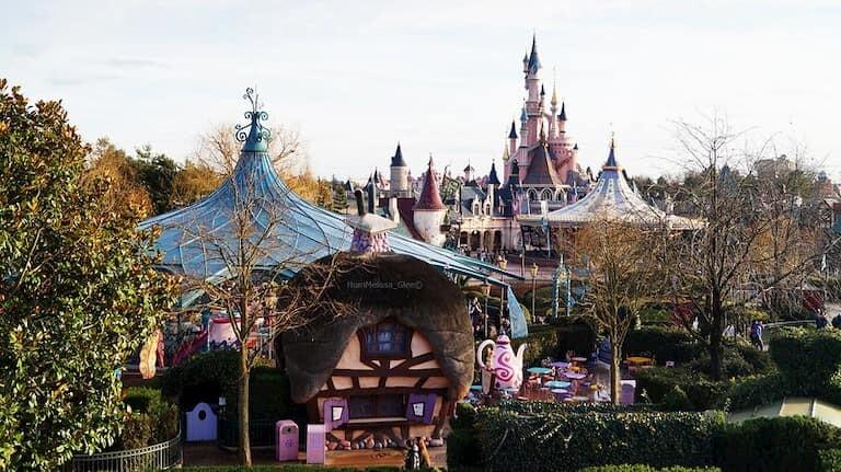 Fantasyland en el Parque Disneyland de Paris.