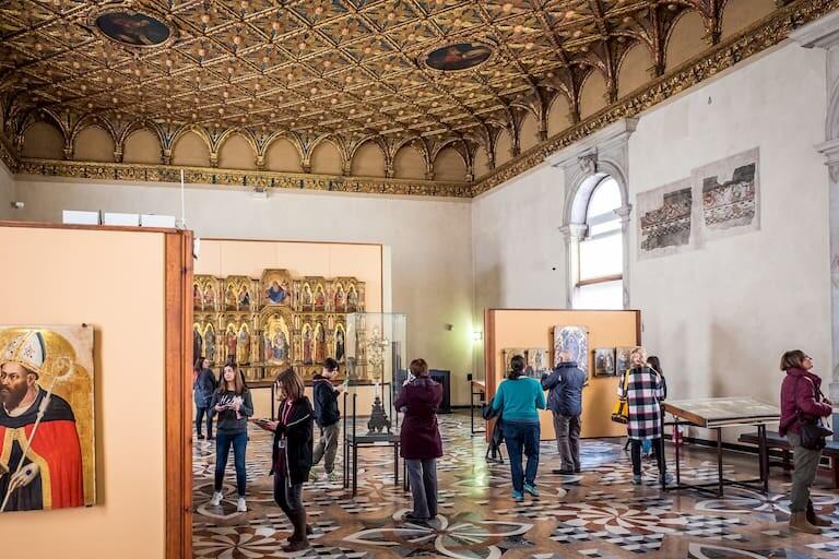 Interior de la Galería de la Academia.
