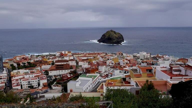 Vistas del pueblo y el Roque de Garachico.