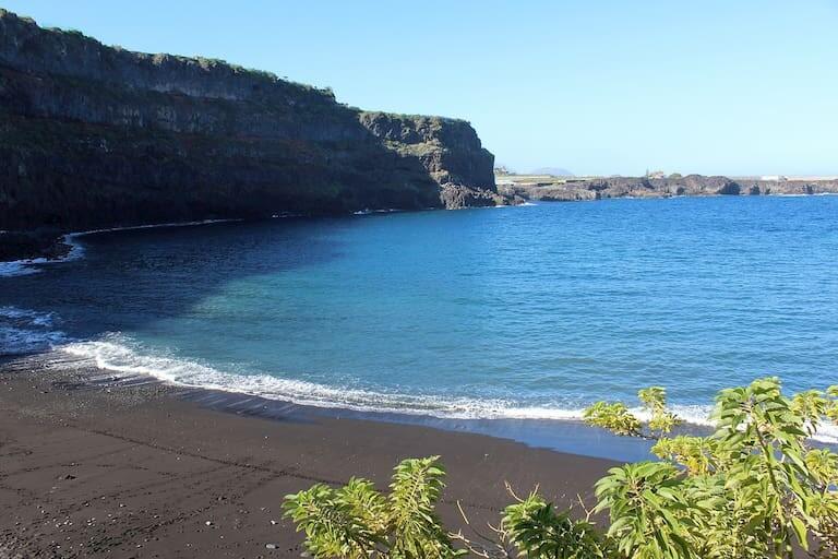 La playa de Garachico.
