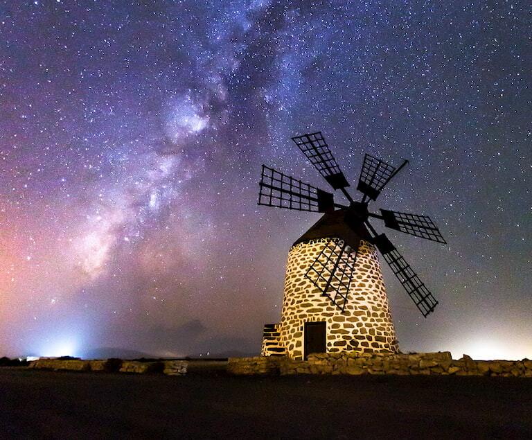 Molino con el cielo estrellado de Fuerteventura