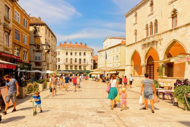 El casco antiguo de Split con su bulliciosa plaza
