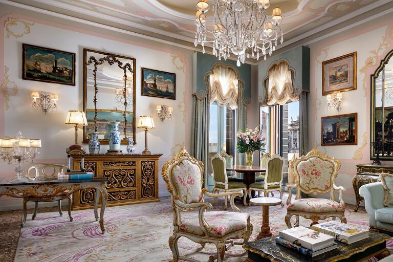 Salón de la Suite Pisani Palazzo Canal