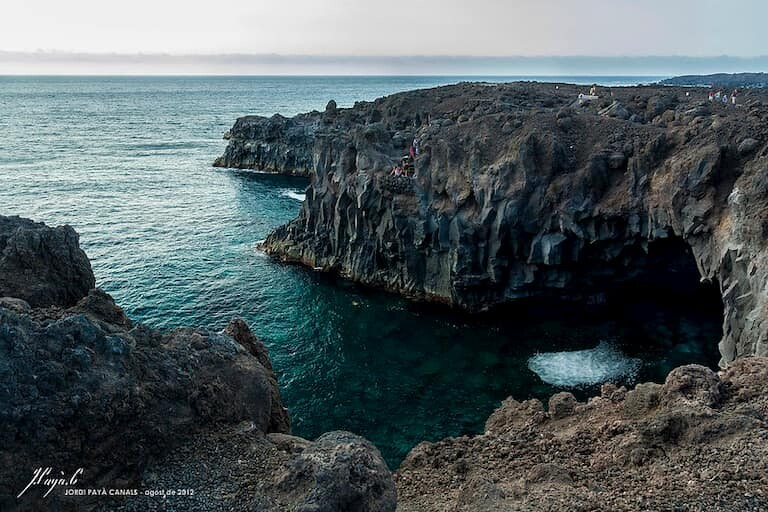 Cuevas y formaciones rocosas de Los Hervidores