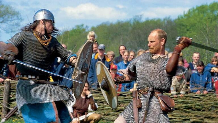 Vikingos luchando en Dinamarca