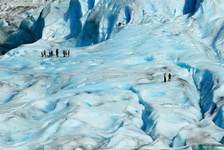 Recorrer a pie el glaciar de Jostedalsbreen