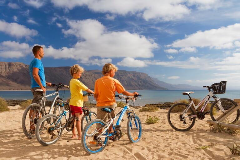 La mejor forma de recorrer la Graciosa es en bicicleta.