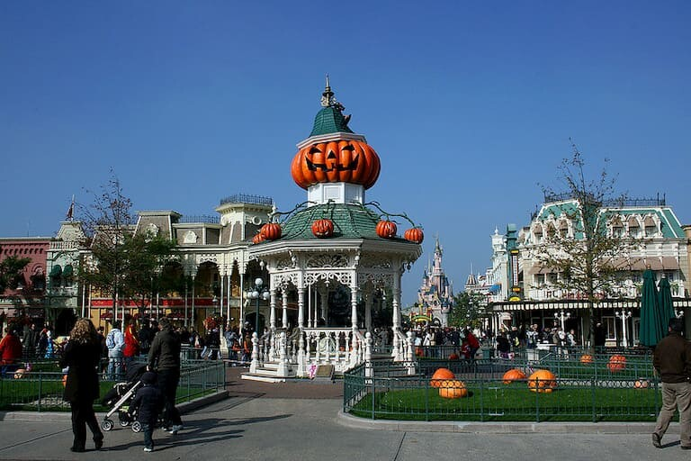Decoración de Halloween en Main Street USA.