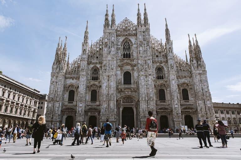 La impresionante catedral de Milán, el Duomo.