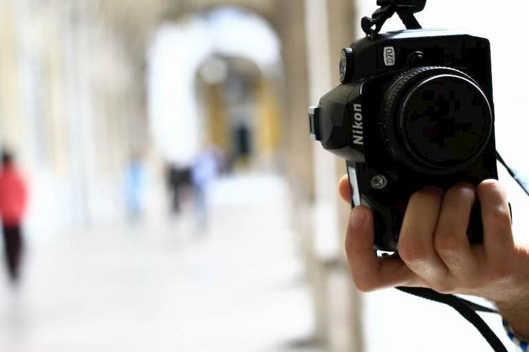 Cámara Nikon haciendo una foto