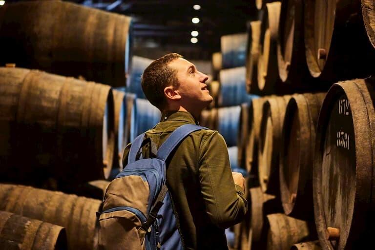 Cata de vinos en las bodegas de Oporto