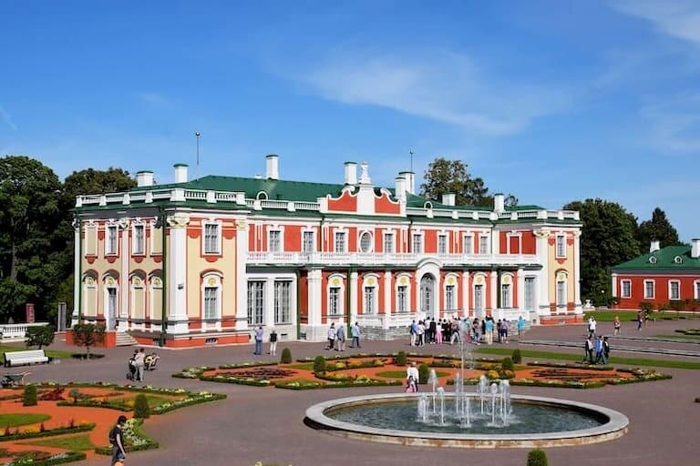 El Palacio Kadriorg en Tallin y sus jardines