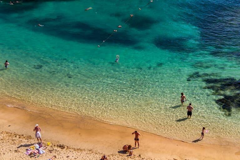 Aguas cristalinas de la Playa Papagayo.