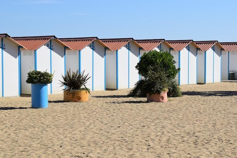 Playas de la isla de Lido con sus casetas.