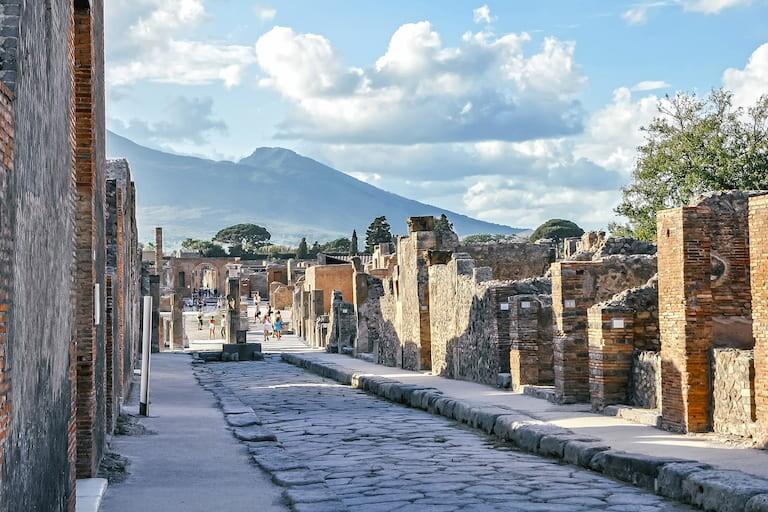 Pompeya con el volcán Vesubio