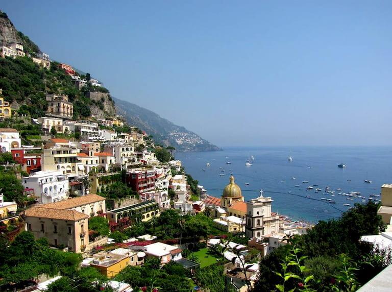 El pueblo de Positano y el mar