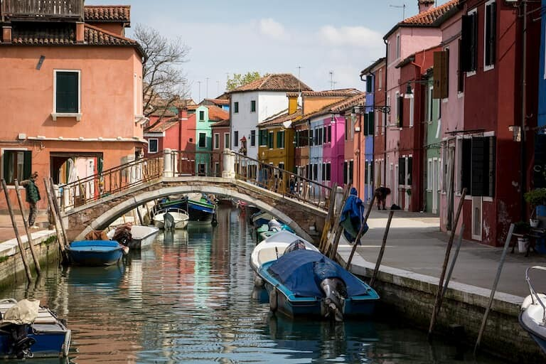 Los canales y puentes de Burano