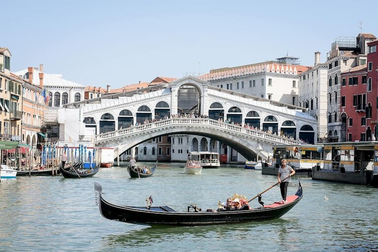 El Puente de Rialto es una de las cosas que visitar en Venecia