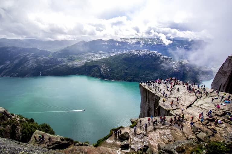 Vistas desde el Púlpito o Preikestolen de Noruega