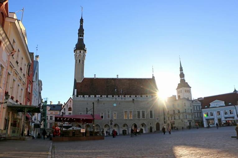 La Plaza del Ayuntamiento de Tallin.