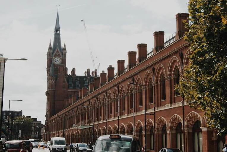 El exterior de la estación de ferrocarriles St. Pancras en Londres
