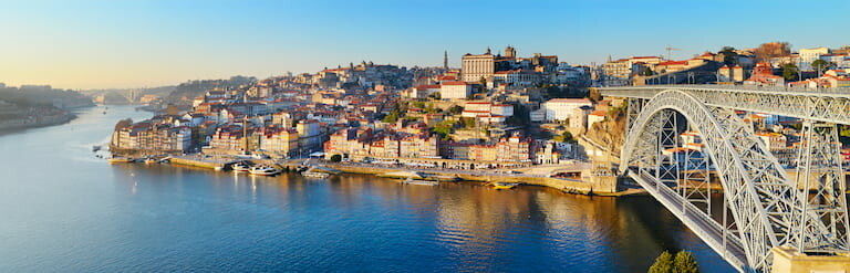 Vistas de Oporto con el puente Luis I