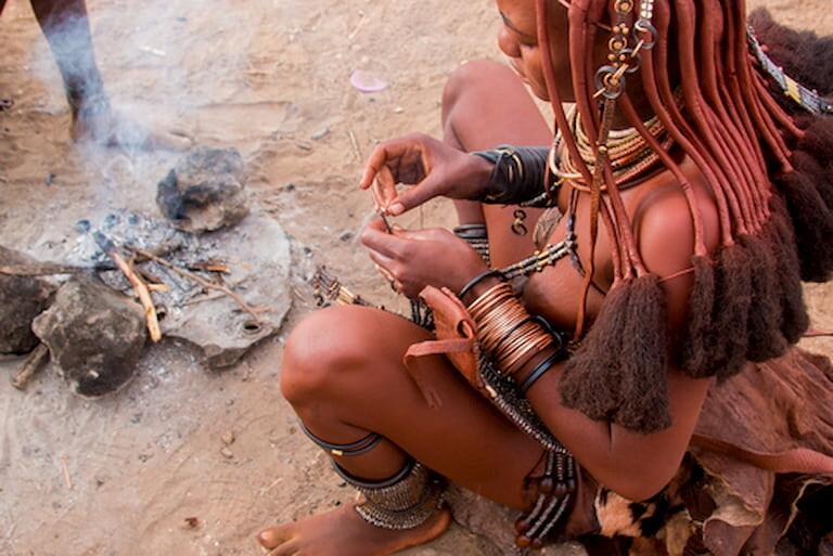 Una chica de la tribu de los himba
