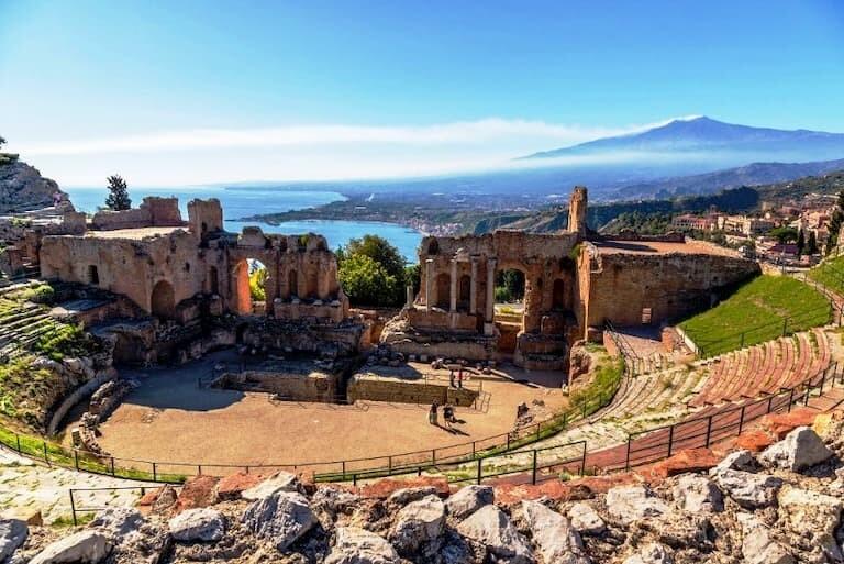 Ruinas del Teatro griego de Taormina, en Sicilia