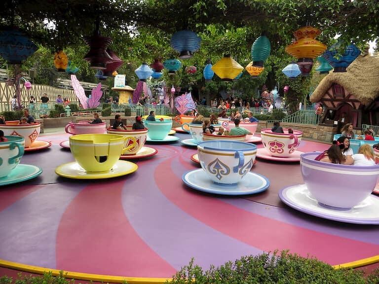 Las tazas del Sombrerero Loco en Fantasyland.