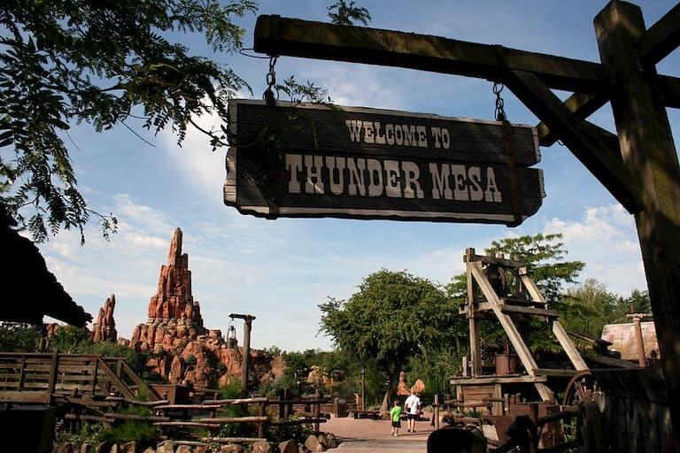 ¡Bienvenidos al pueblo minero de Thunder Mesa!