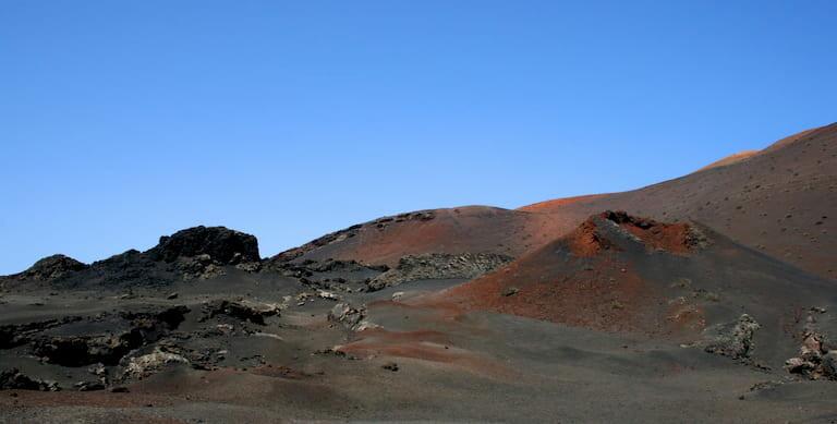 Volcanes y mares de lava en el Timanfaya.