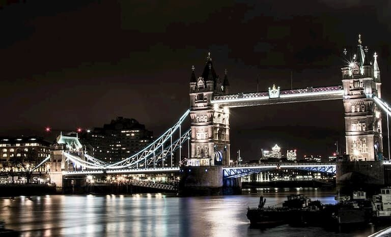 London Bridge iluminado