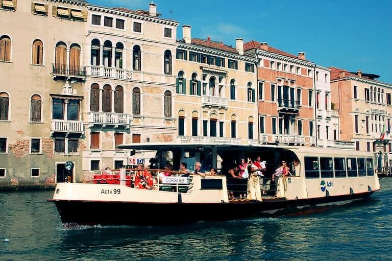 Vaporetto de Venecia.