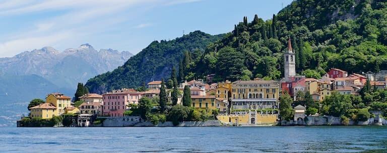 El colorido pueblo de Varenna en el Lago di Como