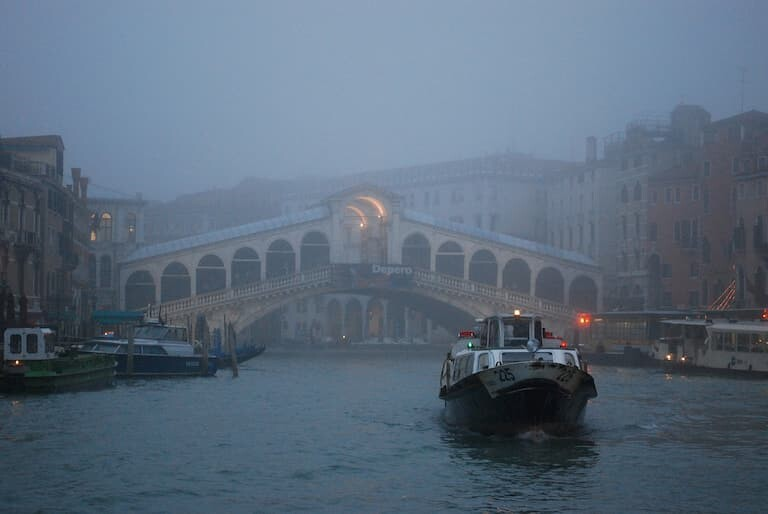 Niebla en el Puente de Rialto